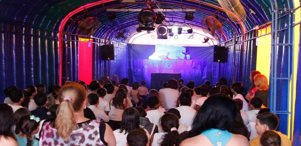 Bichos Vermelhos - Teatro Portátil